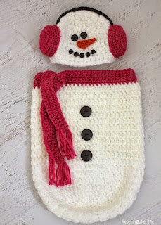 http://translate.googleusercontent.com/translate_c?depth=1&hl=es&rurl=translate.google.es&sl=en&tl=es&u=http://www.repeatcrafterme.com/2014/11/crochet-snowman-ear-muff-hat-and-cocoon.html&usg=ALkJrhiL4UNm3krhcbzhcforPDoWdHiniw