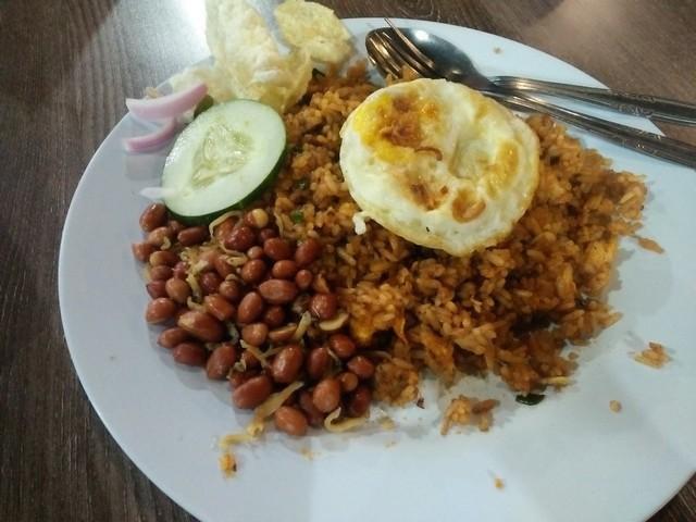 Nasi goreng teri;Kenikmatan Sensasi Kuliner Aceh di Kedai Pak Cik Abin Malang;