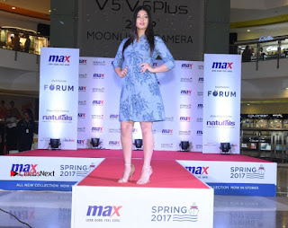 Actress Iniya Stills in Denim Jeans at Max Spring 2017 Collection Launch  0005.jpg