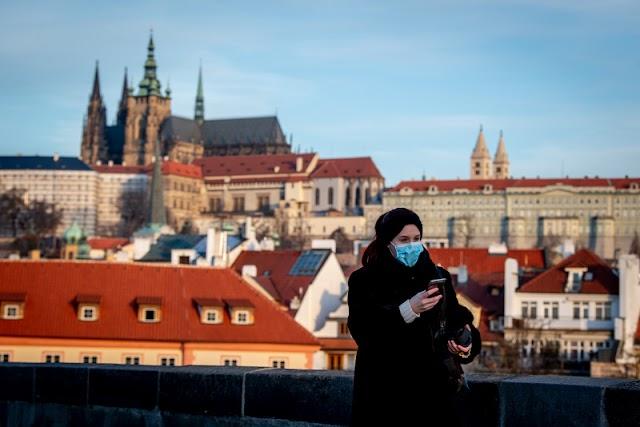 Először lépte át a tízezret a napi esetek száma Csehországban