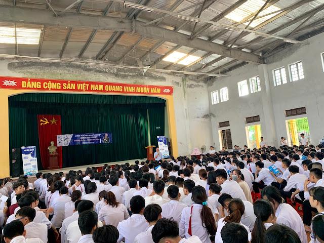 Diễn giả Nguyễn Quốc Chiến hướng nghiệp cho học sinh Bắc Kiến Xương