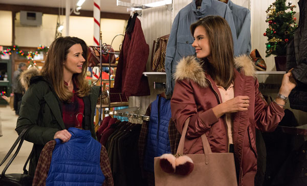 Linda Cardellini and Alessandra Ambrosio in DADDY'S HOME 2 (2017)