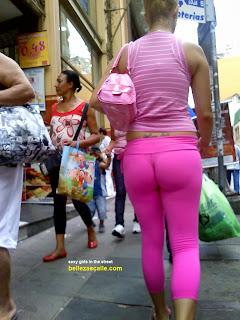 mujeres-buenisimas-caminando-calle