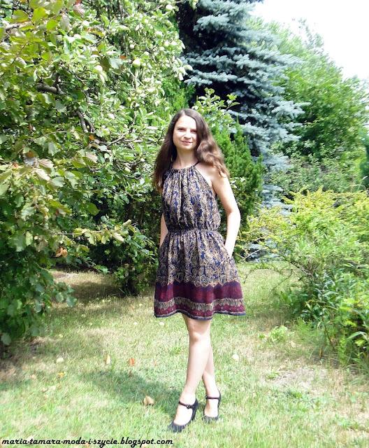 sukienka wiązana przy szyi