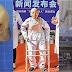Homem que ficou dobrado por 28 anos finalmente corrige a postura após cirurgia arriscada