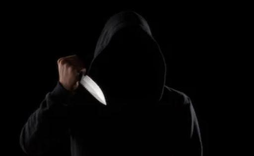 Κουκουλοφόρος εισέβαλε με μαχαίρι σε κατάστημα ψιλικών στο Ναύπλιο