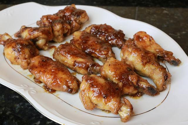 Alitas de pollo glaseadas con miel