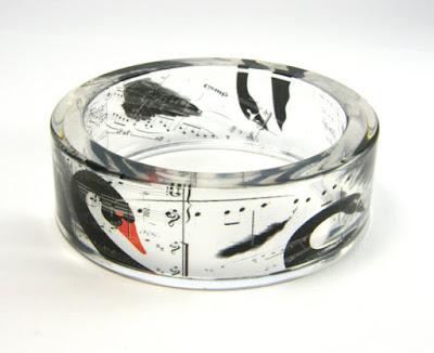 Sylwia Całus, joyas polacas hechas a mano, joyas únicas, pulsera estilo pop art, pulsera con cisne negro