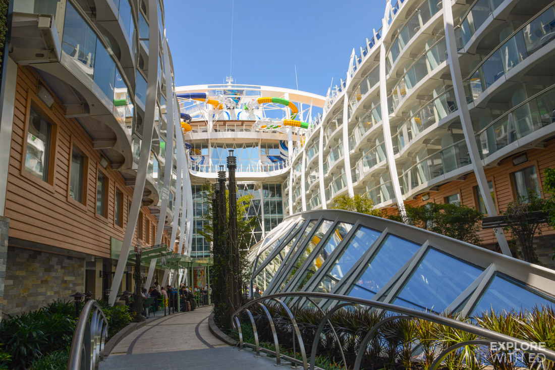 Dining Al Fresco in Central Park onboard Harmony of the Seas