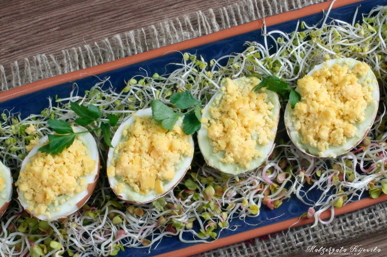 śniadanie wielkanocne, jajka na szybko