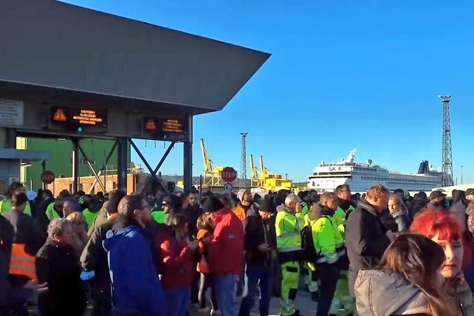 Dietrofront dei portuali triestini, la protesta continua