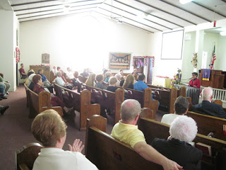 Laurel sings to congregation of Trinity UMC