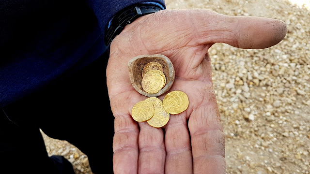Early Islamic gold coins found in central Israel