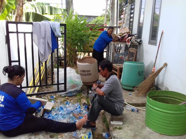 Bagi Satgas Kebersihan Kelurahan Biru, Sampah Dari Malapetaka Menjadi Berkah