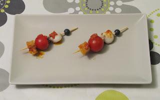 Mini brochetas de sepia con cherry y patatas al romesco