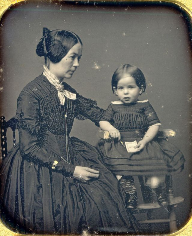 Victorian Postmortem Photography: The Myth Of The Stand