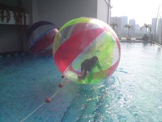Water ball salah satu balon untuk untuk game kusus wahana dia air