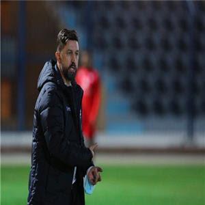 استياء مدرب الرائد من فريقة بسبب خسارته أمام الأهلي السعودي