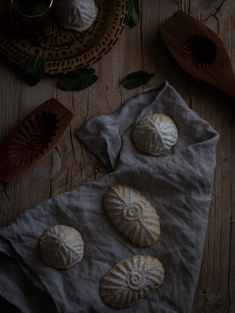 galletas-maamoul-de-pistachos-y-de-nueces-con-datiles