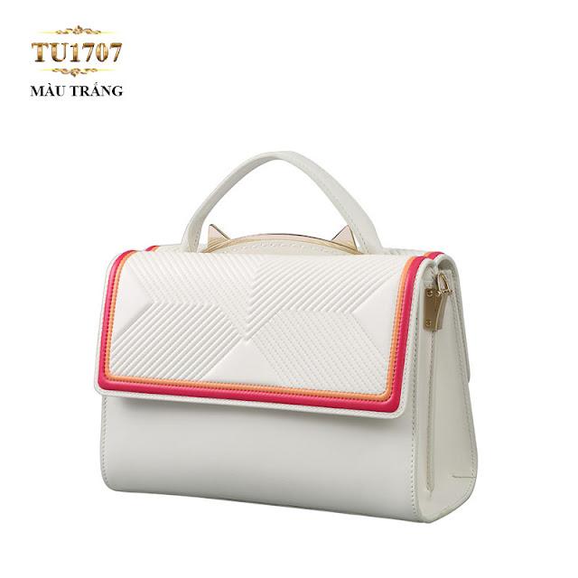 Nhà mẫu Dissona đã cho ra đời dòng Túi xách đeo màu trắng viền đỏ-cam thời trang TU1707(15,280,000 VND ) thời thượng.