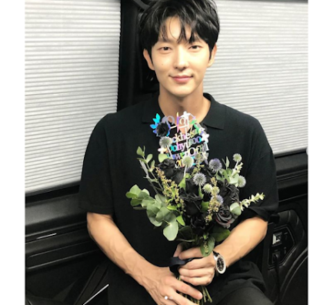 'Flower of Evil' Lee Joon Gi talks about age during a fan event