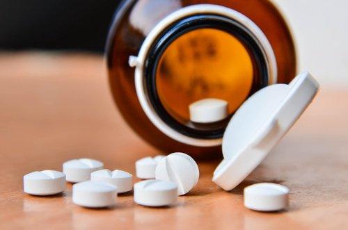 Astuce de l'aspirine pour enlever les callosités des pieds