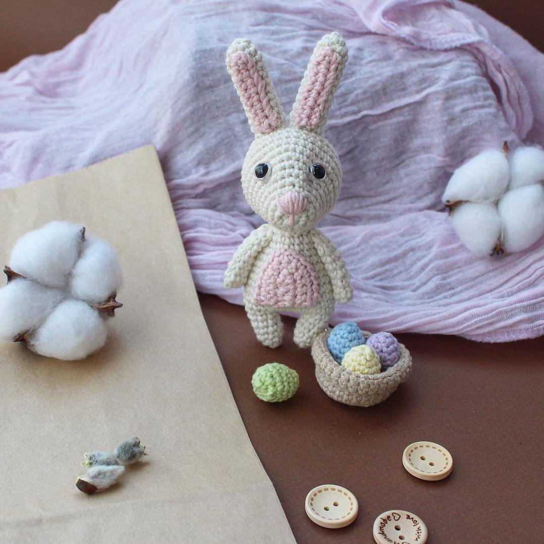 Crochet bunny with Easter backet