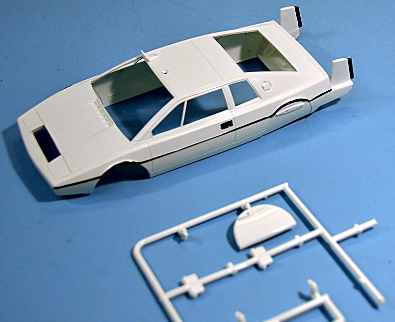 Fujimi model 1//24 BOND CAR Submarine
