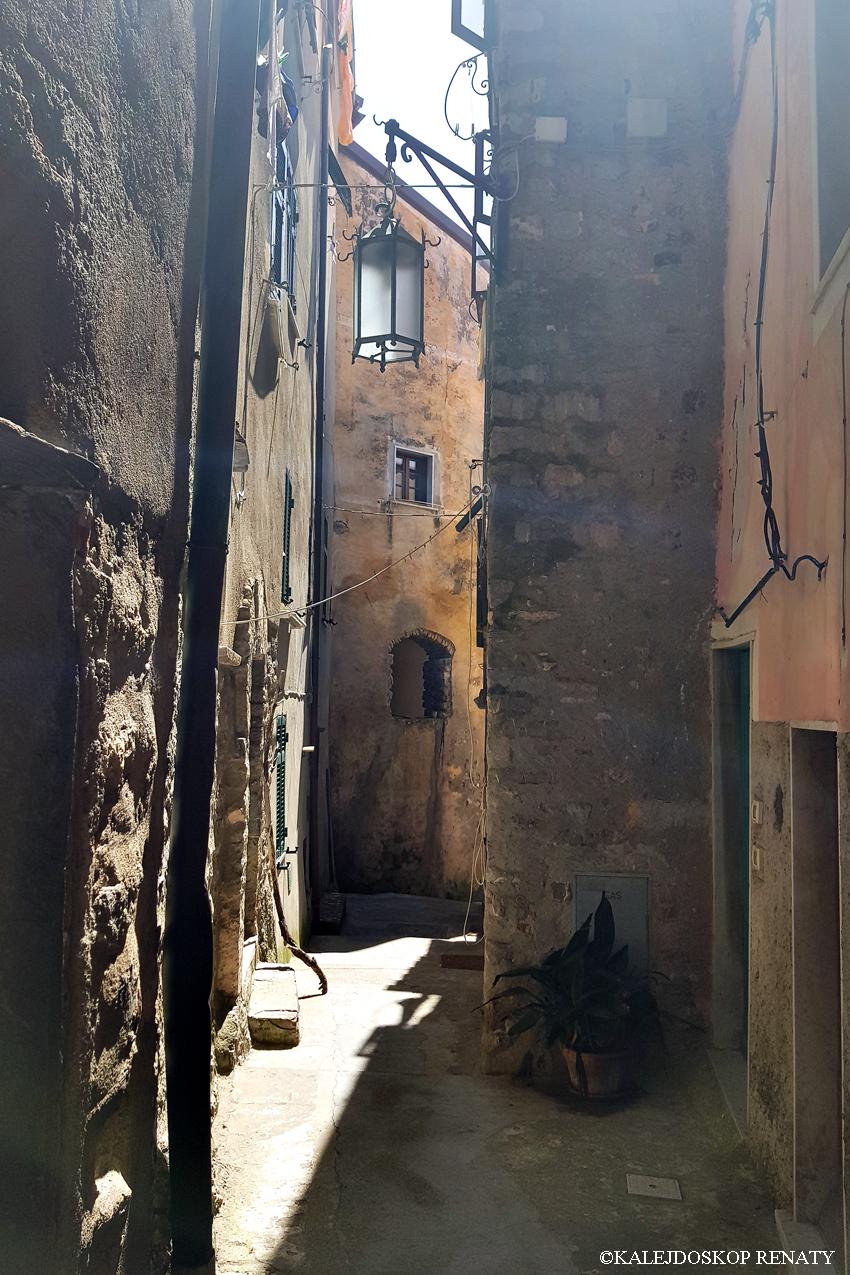 Włochy, Liguria, liguryjskie miasteczko, Tellaro, przypomina zabudową cinque terre