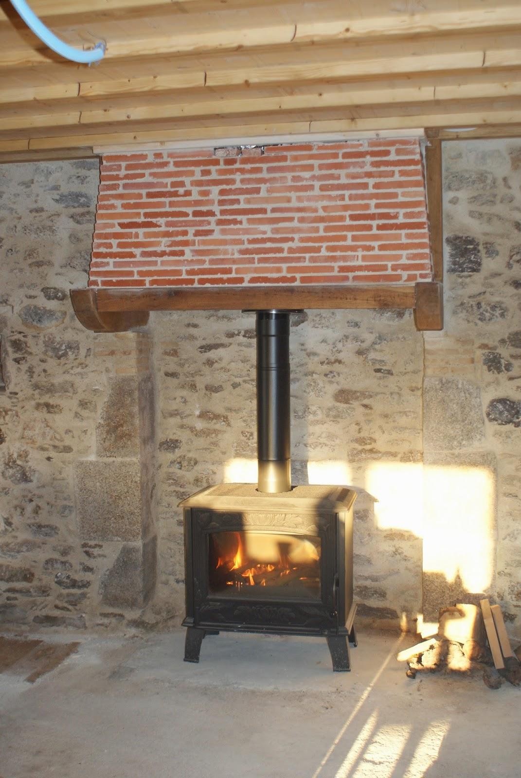Réhabilitation d'une ancienne maison en pierre: Plafond - cloison - portes - poele à bois - cheminée