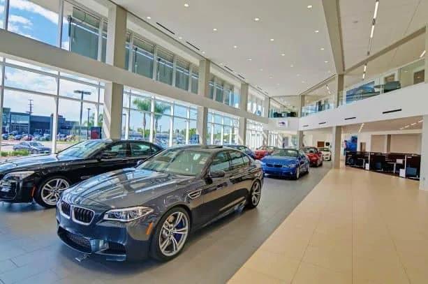 معرض بيع وشراء السيارات