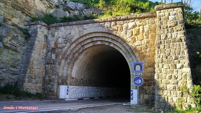 Túnel embalse de Benageber, Sendes i Muntanyes