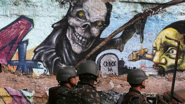 Brasil | Rio: Pandemia, PM e milícias contra as favelas