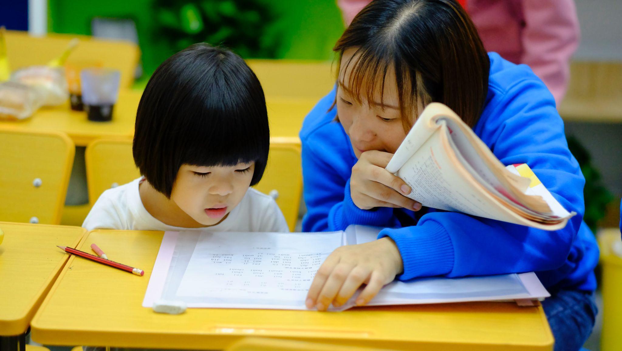 Anak lebih cepat belajar di kursus bahasa Inggris di Jakarta