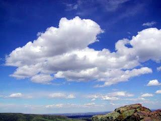 Chmury przesuwane przez powietrze