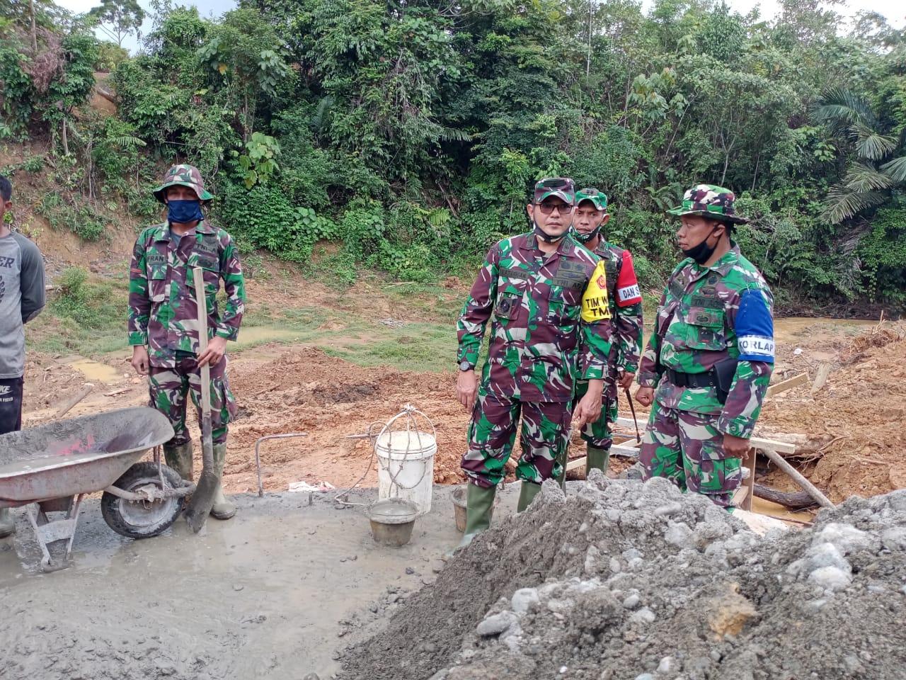 Tim Wasev Mabesad Didampingi Danrem 012/TU Mengecek Posko Dan Meninjau Langsung Lokasi TMMD Ke-108 Di Desa Lango