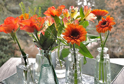 orangefarbene Blütendekoration