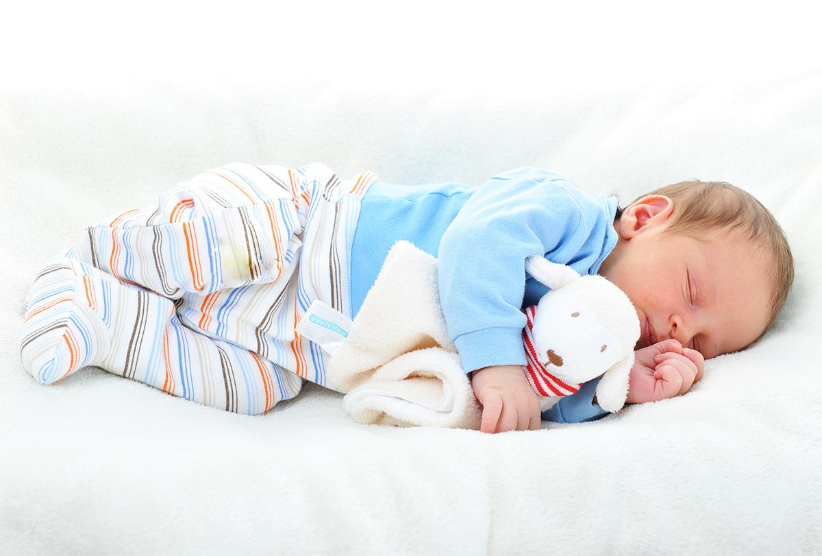 So sánh các tư thế ngủ tốt cho trẻ sơ sinh