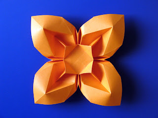 Origami Fiore bombato 3 - Curved flower 3 by Francesco Guarnieri