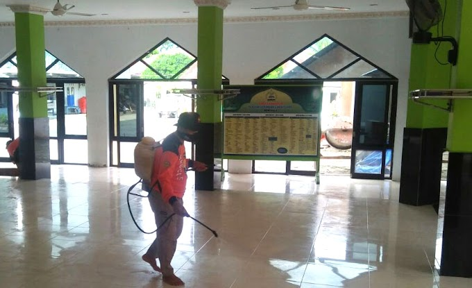 Ketua Senkom Bengkulu Yassir Pimpin Penyemprotan Desinfektan