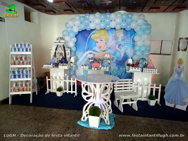 Decoração de mesa do bolo de aniversário tema Cinderela - Festa infantil feminina Barra-RJ