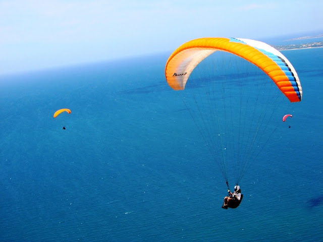 Beautiful places to play paragliding in Vietnam 6