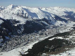 Vue aérienne de Davos en hiver