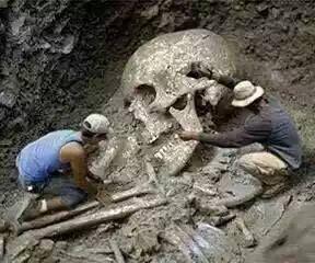Tin vui thời cuối: Tìm thấy xác tên khổng lồ GoLiath's bị vua David hạ gục bằng cú ném đá