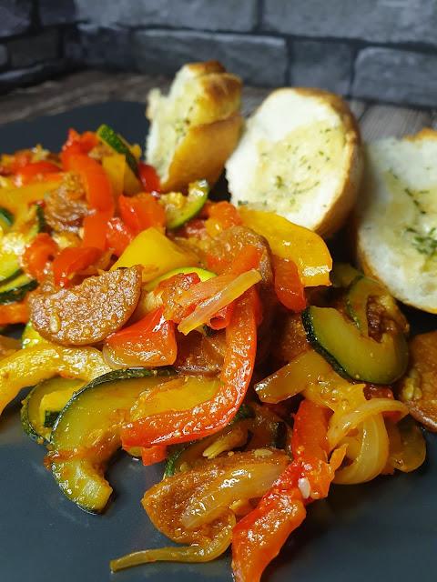 Chorizo na gorąco z warzywami
