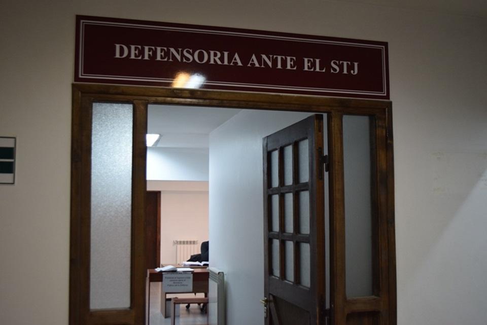 Defensor suspendido se nego a entregar despacho