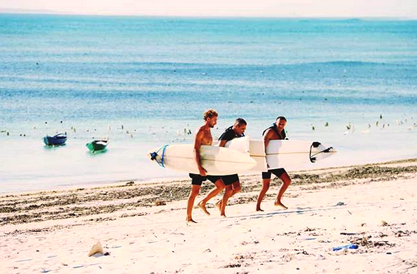 Surfing Di Nemberala Beach