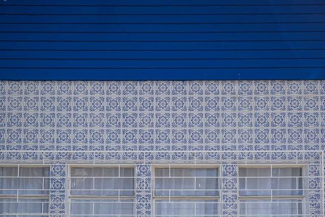 Casa modernista na Rua David Carneiro - detalhe dos azulejos na fachada