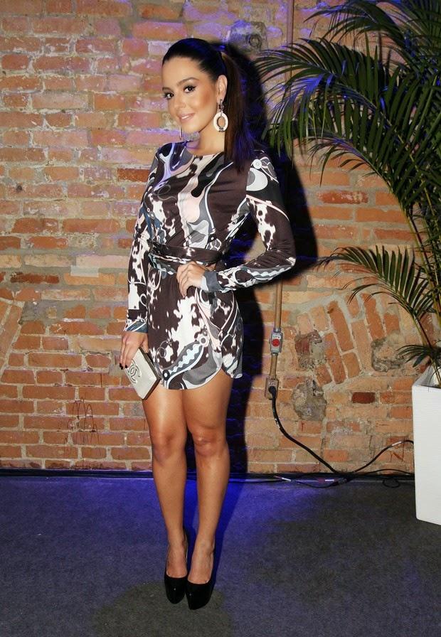 A atriz teve 62% dos votos. Sophia usou um vestido curtinho da estilista Martha Medeiros e joias Carla Amorim