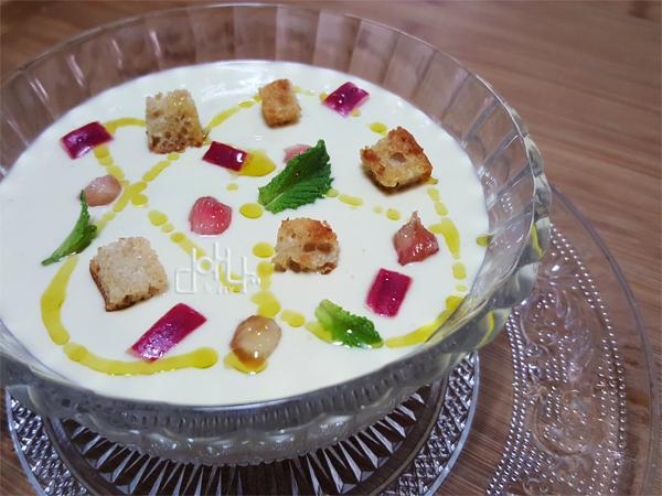 Vichyssoise de pera y gorgonzola, una crema fría o caliente que enamora